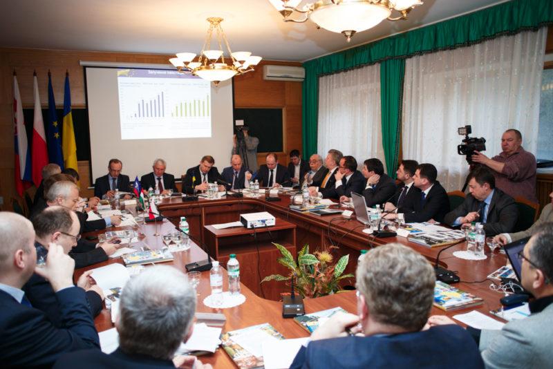 Посол ЄС в Україні взяв участь у першому засіданні координаційної ради розвитку Івано-Франківської області (ФОТО)