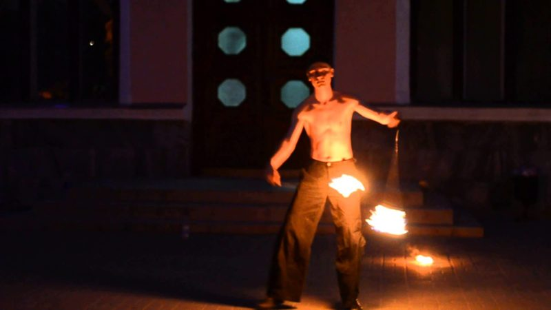 У Івано-Франківську під час фаєр-шоу збирали кошти для українських військових