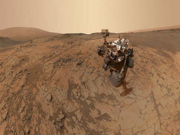 """Марсохід """"Curiosity"""" прислав """"селфі"""" з поверхні Марса"""