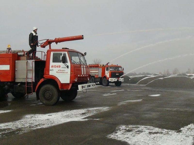 Пожежники провели навчання в аеропорту Івано-Франківська (ФОТО)