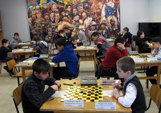 П'ятдесят спортсменів зі всієї України приїхали до Франківська на чемпіонат з шашок