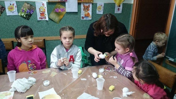 Дітям з родин учасників війни у Івано-Франківську волонтери провели творчий майстер-клас