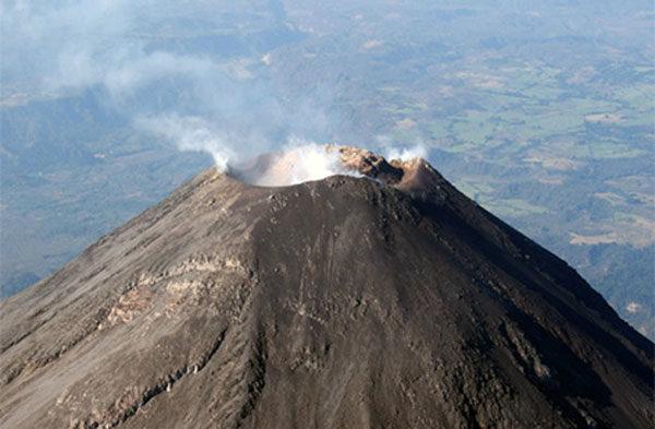 Раптове виверження вулкану потрапило у об'єктив очевидця (відео)