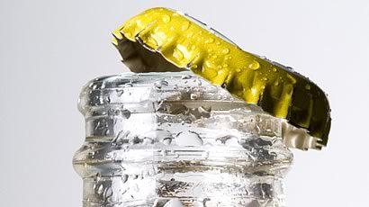 """""""Галка"""" рекомендує: Інструкція з відкривання пляшки папером (відео)"""