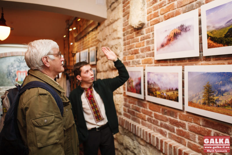 Фотограф Анатолій Глеб відкрив у Франківську виставку гірських пейзажів (ФОТО)