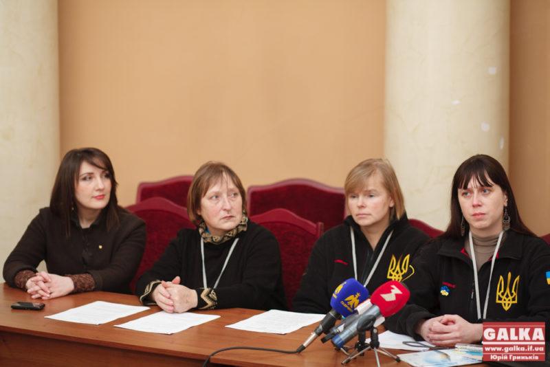 Харківські волонтери розповіли франківцям про те, як допомагають біженцям (ФОТО)