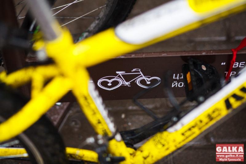 """""""Вело-Франківськ"""" дізнається, скільки мешканців міста користуються велосипедом"""