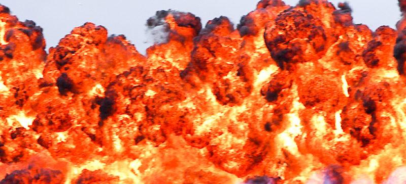 У Франківську на Симоненка вночі вибухнула автівка (ОНОВЛЕНО)