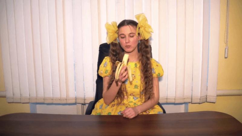 Новосибірська співачка Машані, яка зізналася у коханні Путіну, записала пісню про санкції і банани