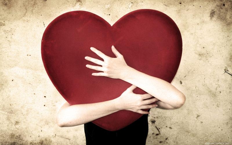 Франківці розповіли, які подарунки готують на День Валентина (ВІДЕО)