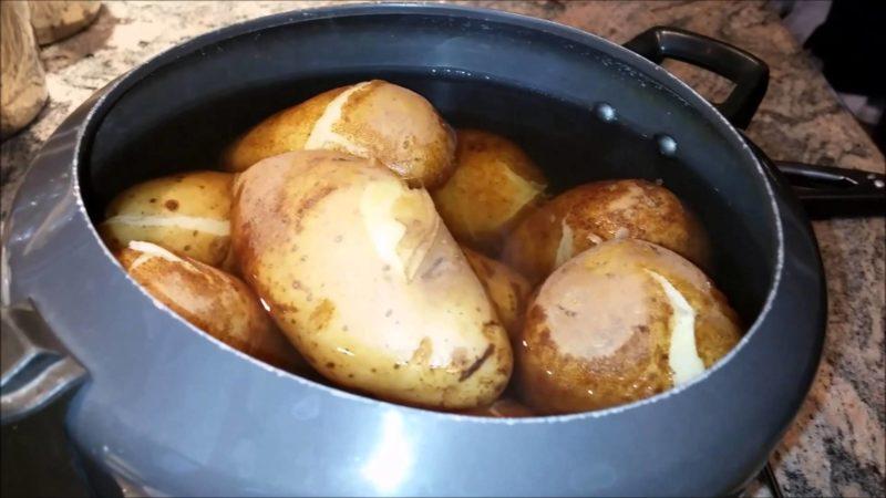 """""""Галка"""" рекомендує: як очистити варену картоплю руками за лічені секунди (відео)"""