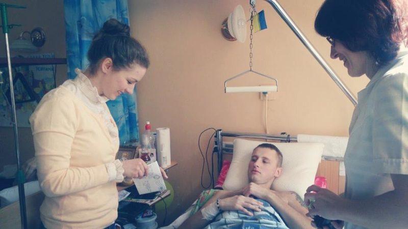 Важкопораненого бійця з Франківська підтримали листом учні (ФОТО)