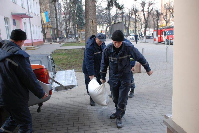 Івано-Франківський комбінат хлібопродуктів передав гуманітарну допомогу переселенцям (ФОТО)