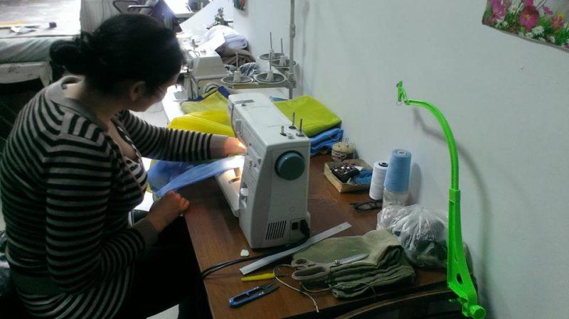 Франківські волонтери для бійців шиють захисні куртки  (фото)