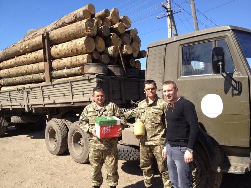 Працівники лісгоспу організували відправу лісу на передову (ФОТО)
