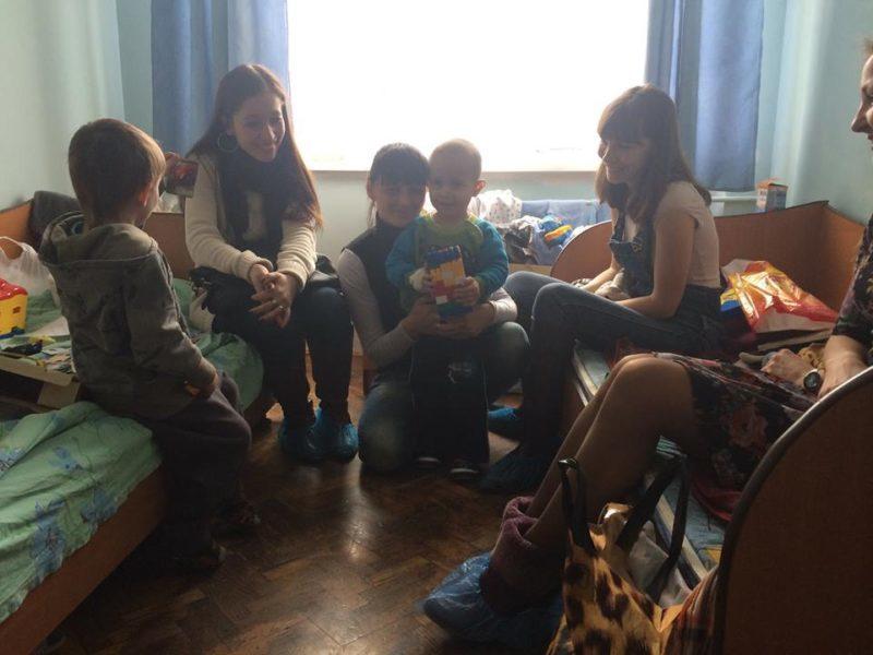 Франківці відгукнулися на прохання допомогти дитині з інтернату, яка потрапила у лікарню