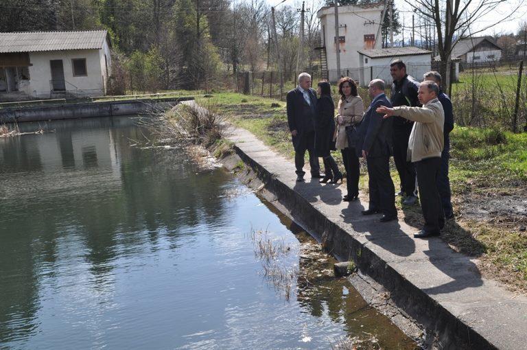 В Саджаві планують відновити шкільний басейн, який схожий на ставок (ФОТОФАКТ)