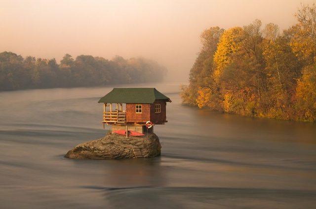Рай для інтроверта: 10 маленьких усамітнених будинків (ФОТО)