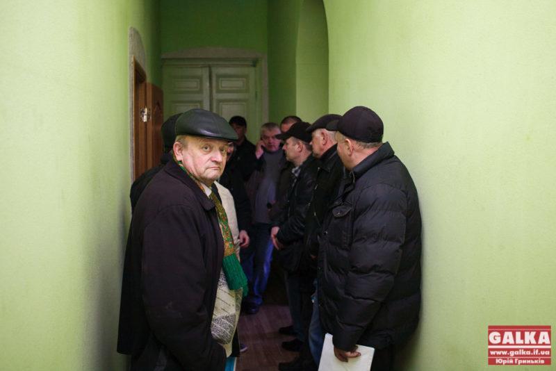 У Департаменті комунального господарства перевізники активно отримують документи на проїзд 3,5 грн (ФОТО)