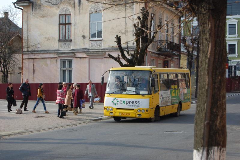 Франківець, якого не хотіли за посвідченням учасника АТО підвезти у маршрутці, просить водія не звільняти