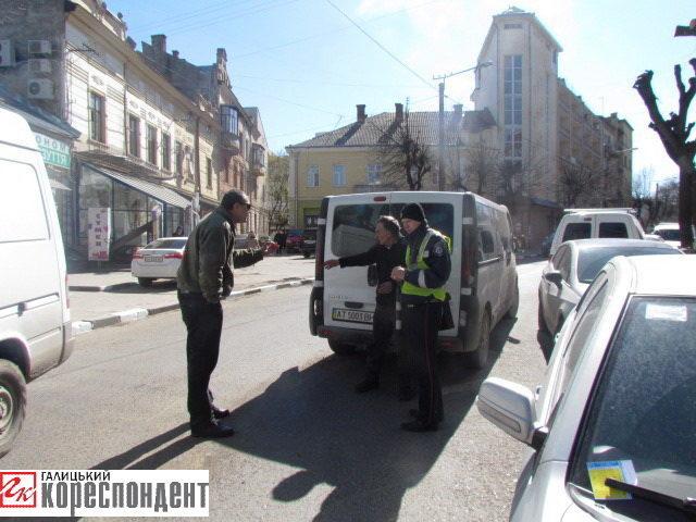 У центрі міста не розминувся автобус та іномарка (ФОТО+ВІДЕО)