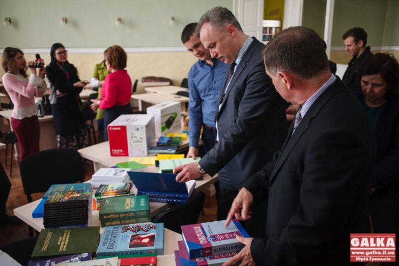 Медичний університет Франківська передав допомогу колегам з Луганська та Донецька (ФОТО)