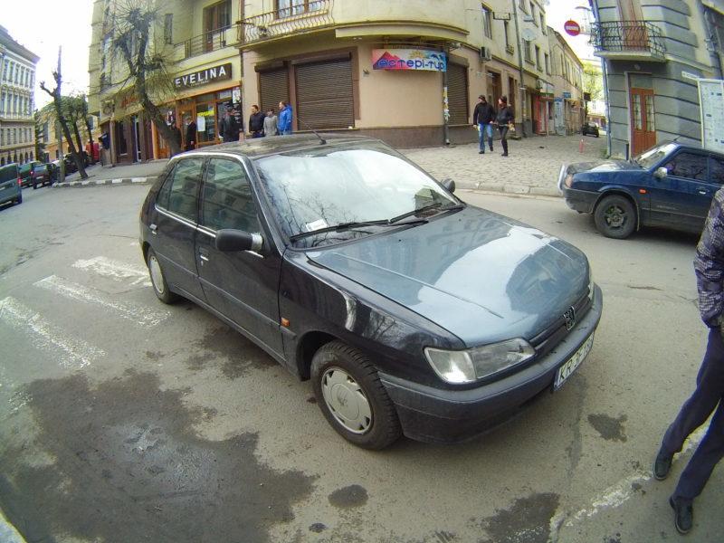 У центрі Франківська водій іномарки збила жінку та намагалися втекти з місця пригоди (ФОТО)