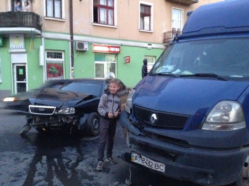 У ДТП на Галицькій розбилися дві машини (ФОТО)
