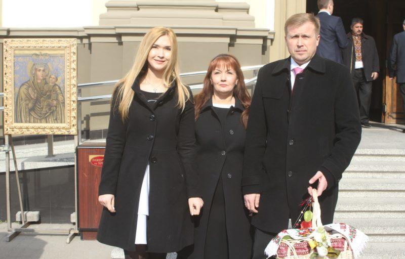Гончарук Великдень сім'я дружина донька