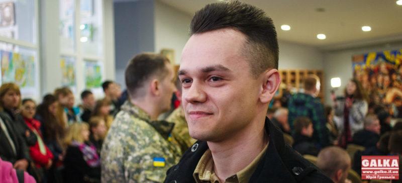 """Автора """"Теплих поштівок"""" Франківська призвали на строкову службу до армії (ФОТО)"""
