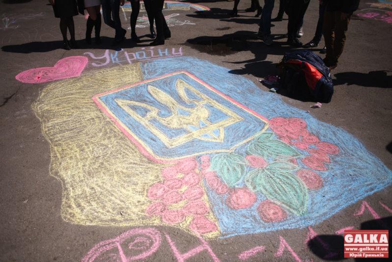 Івано-Франківські студенти висадили троянди до Дня пам`яті (ФОТО)