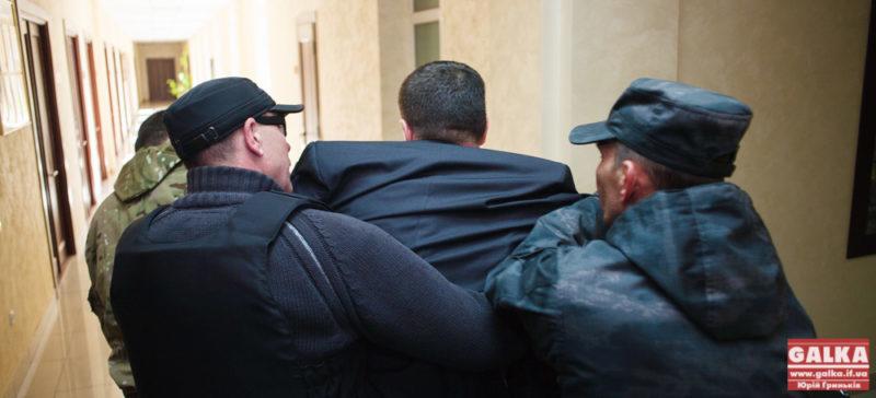 Правий сектор кинув чиновника Василя Кавацюка у смітник (ФОТОФАКТ)
