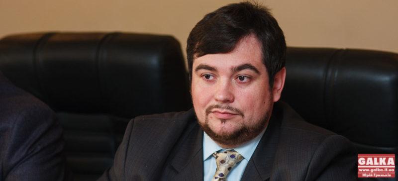 """""""Першим розпорядженням майбутнього мера у Франківську має бути виділення місць для реклами"""", – політолог"""