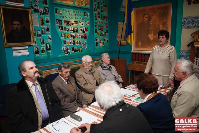 У Франківську влаштували круглий стіл з нагоди 25-ої річниці підняття державного прапора на Ратуші (ФОТО)