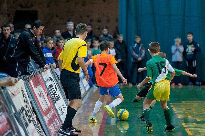 У п'ятницю юні футзалісти розіграють для своєї школи 10 тисяч гривень