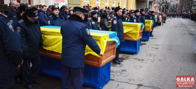Франківськ попрощався з трьома загиблими під Іловайськом (ФОТО)