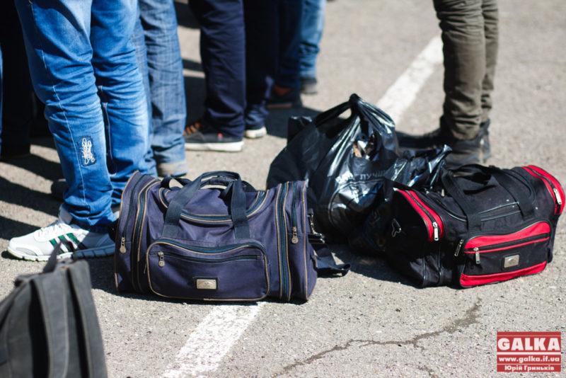 Призовники з Прикарпаття відправляться до навчальних центрів «Десна» та «Шкло»