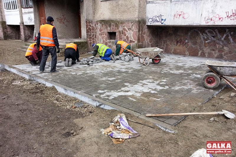 Дорожники активно відновлюють вулицю Рєпіна (ФОТО)