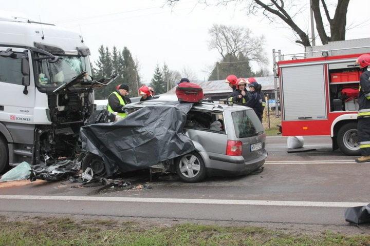 З'явилися фото з місця аварії у Польщі, у якій загинули прикарпатці