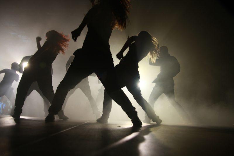 Працівники ПАТ «Прикарпаттяобленерго» танцюють просто неба під час робочої фітнес-перерви (ВІДЕО)