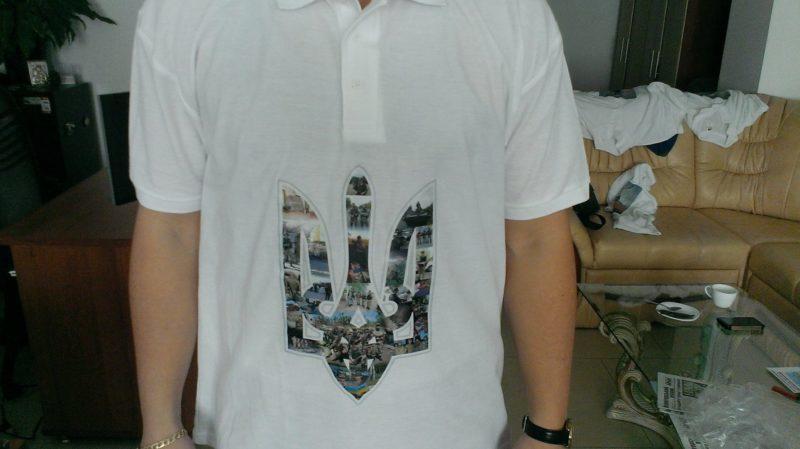 Волонтери виготовили патріотичні футболки із фотографіями бійців