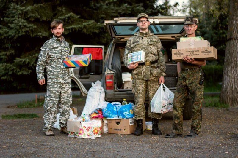 """Прикарпатські волонтери передали допомогу медичному батальйону """"Госпітальєри"""" (ФОТО)"""