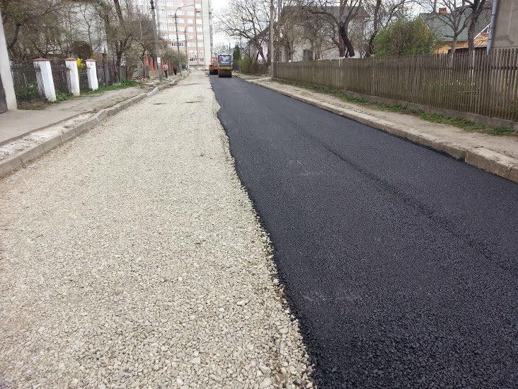 Щоб поремонтувати дороги Галичини, потрібно мінімум 3-4 мільярди гривинь на кожну область – депутат облради