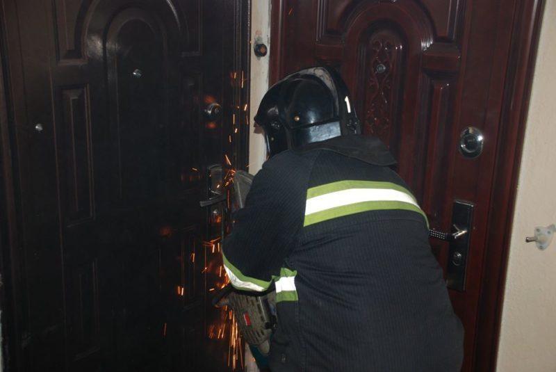 Франківські рятувальники визволяли двох літніх жінок з власних квартир