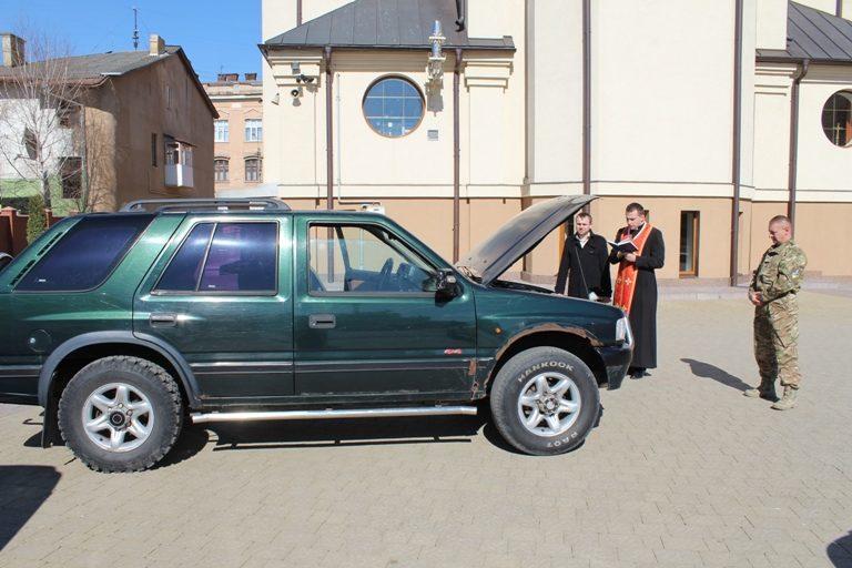 Івано-Франківська Архієпархія УГКЦ допомогла придбати позашляховик для бійців у зоні АТО