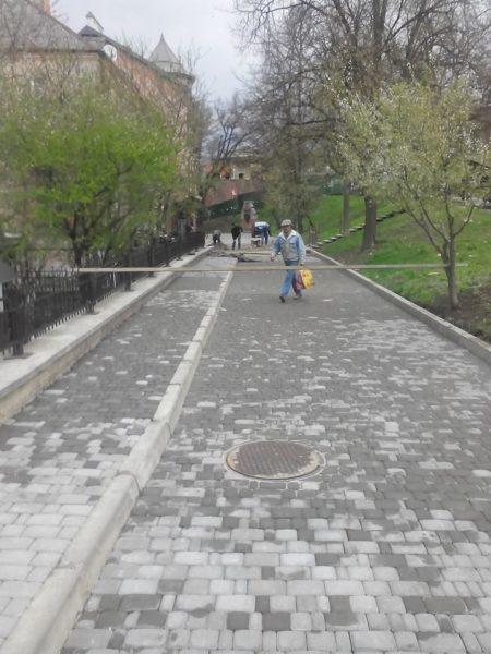 На Валах завершуються роботи з облаштування дороги для пішоходів (ФОТО)