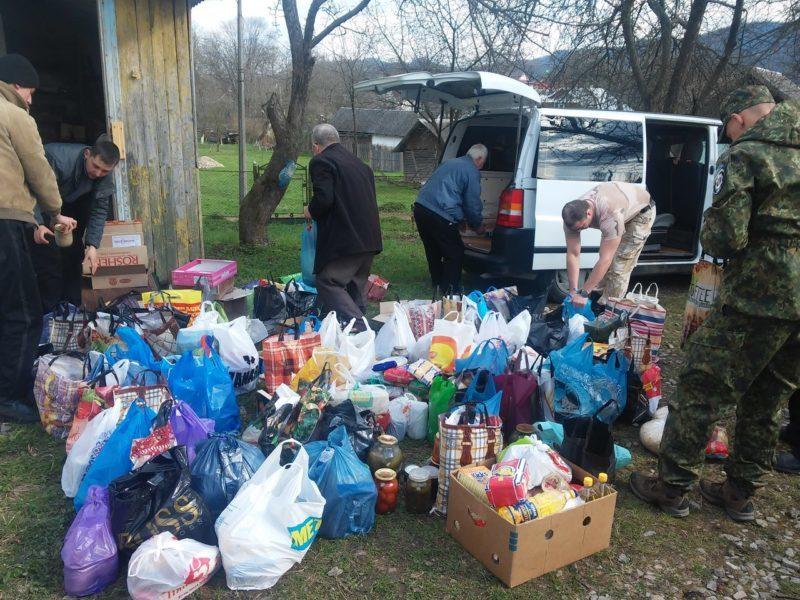 Парафіяни Делятина передали майже тонну їжі бійцям АТО (ФОТО)