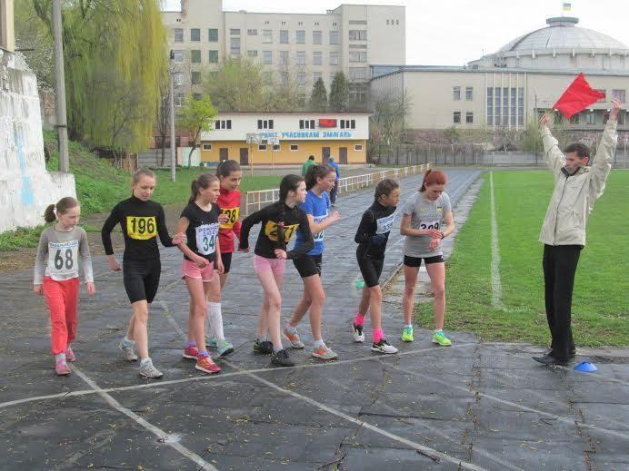 """На стадіоні """"Юність"""" пройшли традиційні легкоатлетичні змагання"""