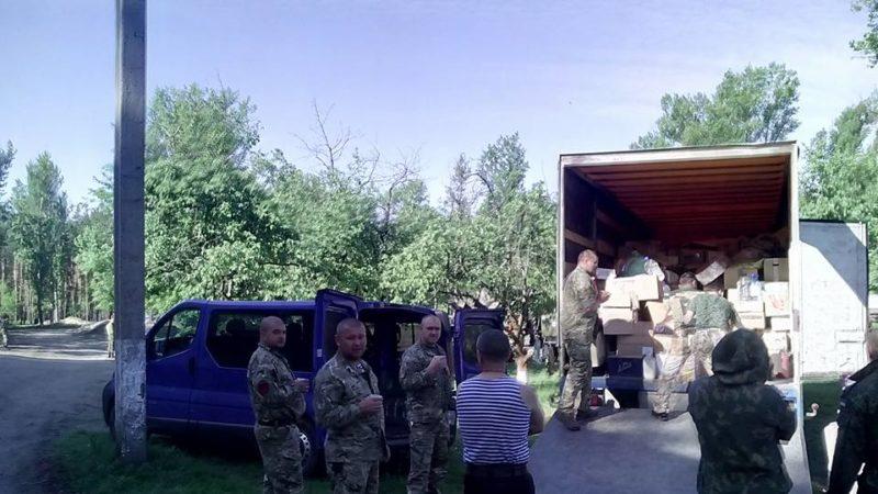 """Прикарпатська """"Самооборона"""" розвозить допомогу в зоні АТО (ФОТО)"""