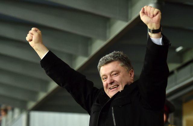 """Порошенко вболіватиме за """"Дніпро"""" у Варшаві"""